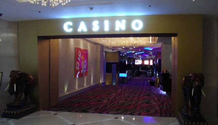 Casino-Paradise entrance