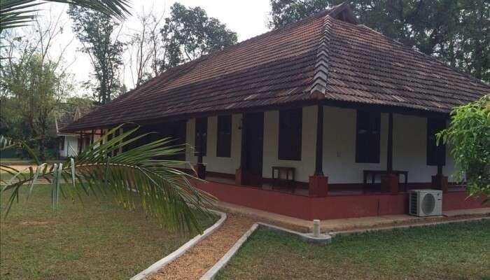 Kuruvinakunnel Tharavadu