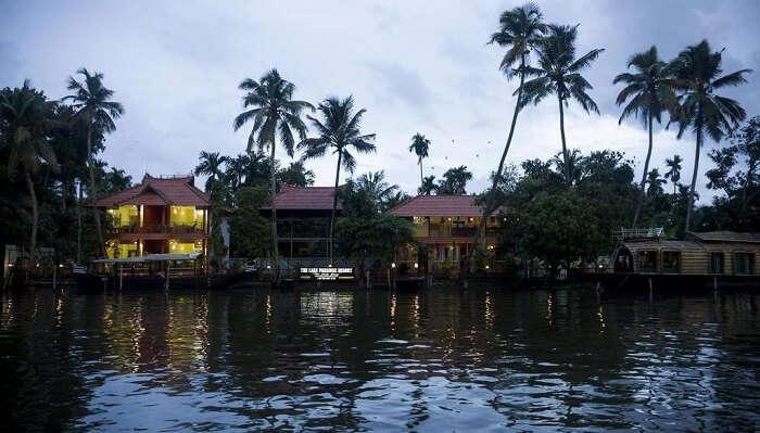 Lake Paradise Guest House