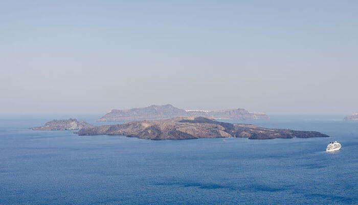 Nea Kameni in Santorini