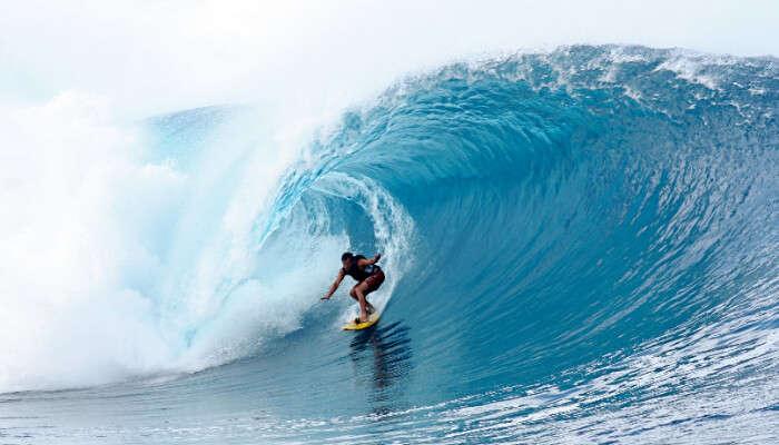 high wave Surfing