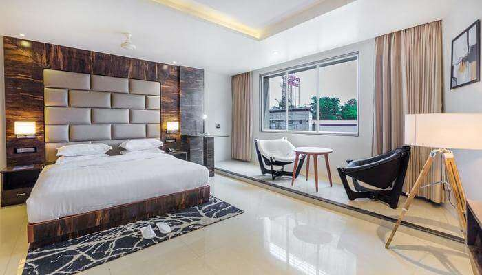 Aura One Kochi Hotel