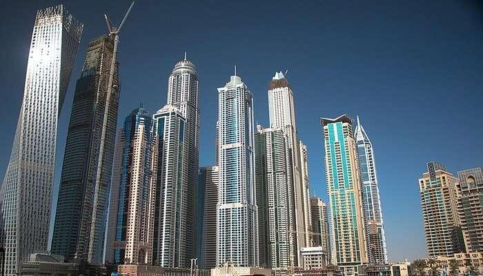 Dubai long buildings