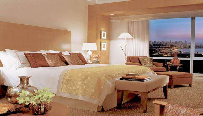 Four Seasons Mumbai room