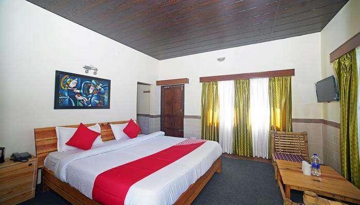 Himalayan Canvas's room