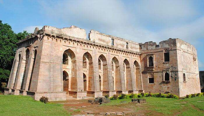 Amazing Hindola Mahal in Mandu