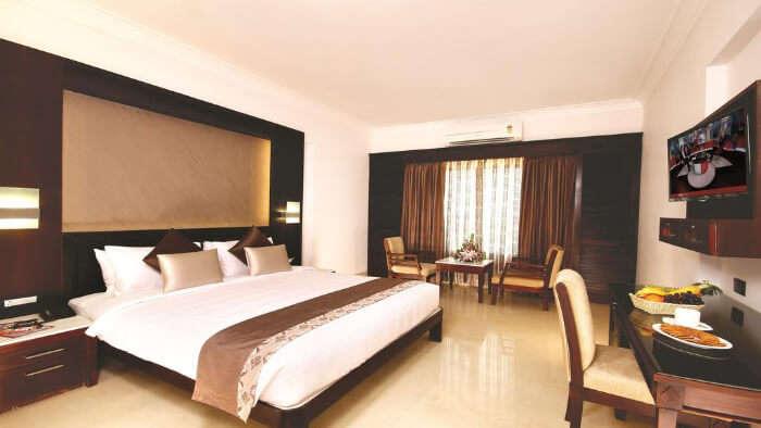 Hotel Chrysoberyl in Kottayam