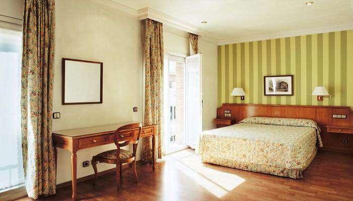 Hotel Regencia Colon room