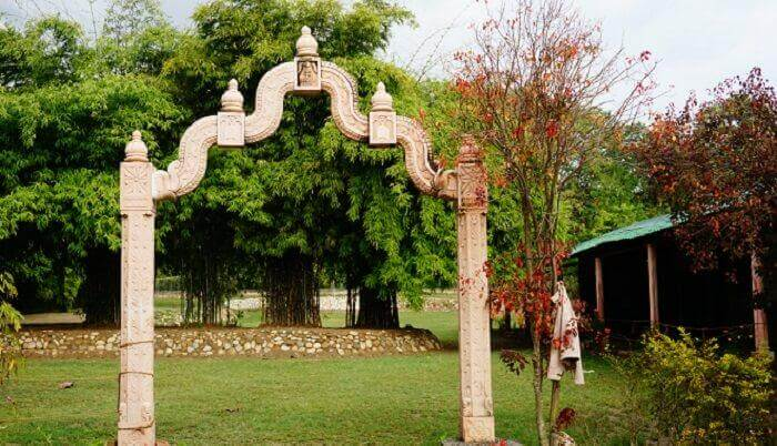 A Stylishly Designed Gate to a Resort