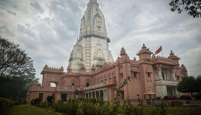 Architectural beauty of Kashi Vishwanath