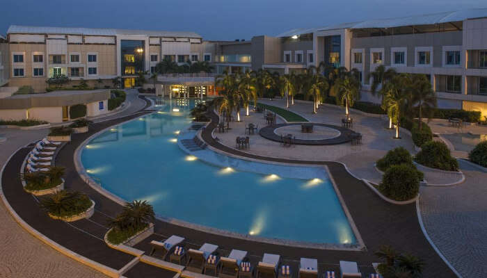 Hotel with Swimming Pool