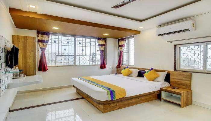 Treebo Trip Hotel Guru Krupa room
