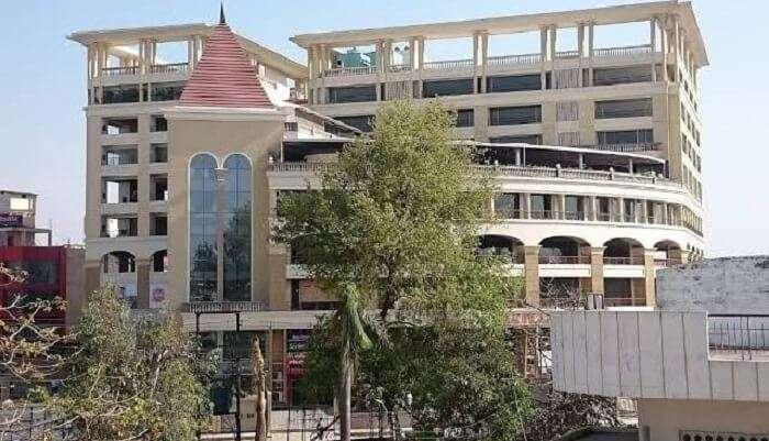 Vinayak Plaza In Varanasi