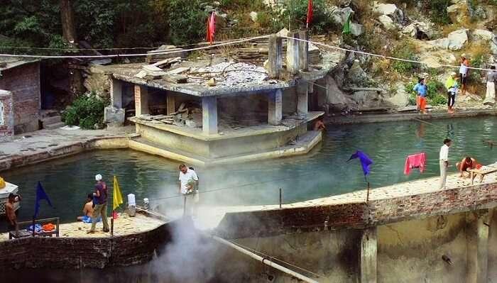 hot spring manikaran