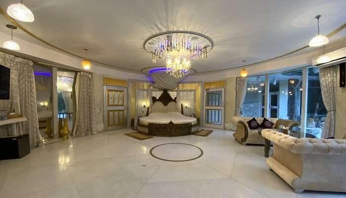 beautiful luxurious room