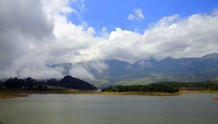 Anayirangal lake