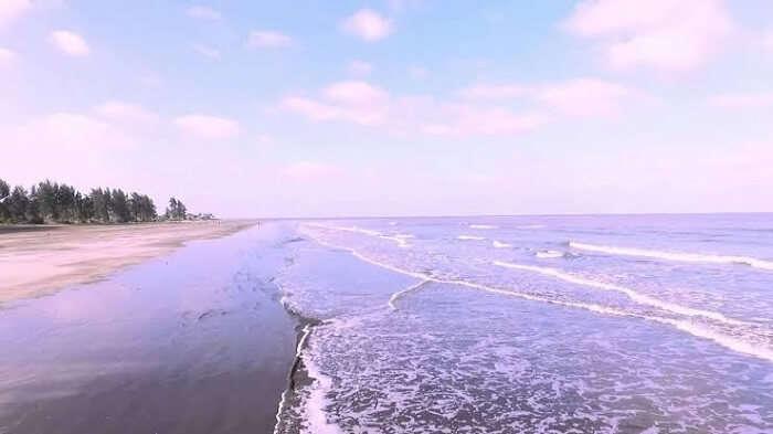It is a very clean beach