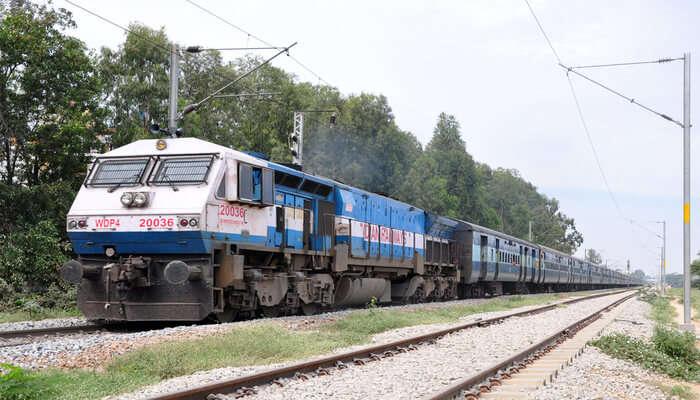 Delhi to Hyderabad trains