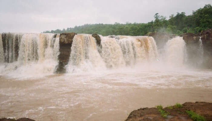 best waterfalls near Vadodara