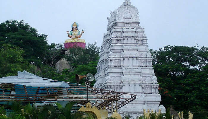 Pure White Temple in Basar