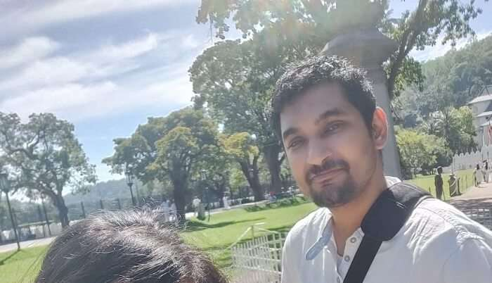 took selfie on kandy temple