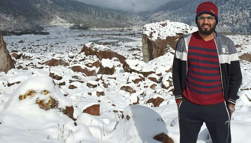 click picture with the beautiful snowy mountains