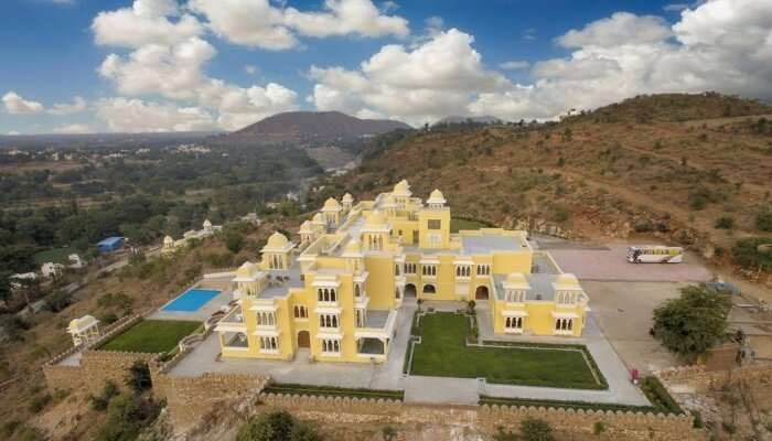 JuSTa Brij Bhoomi is one of the most accessible Nathdwara resorts