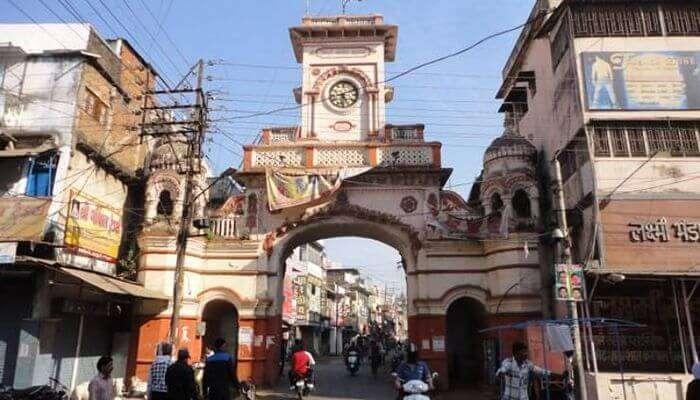 Kamaniya Gate