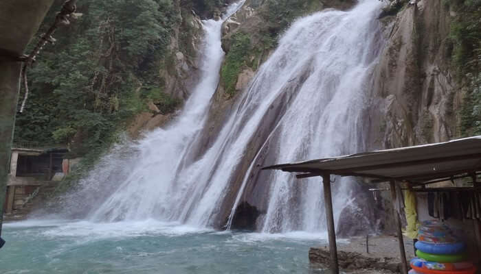 the famous waterfall in mussoorie