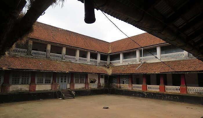 explore this Madikeri Fort