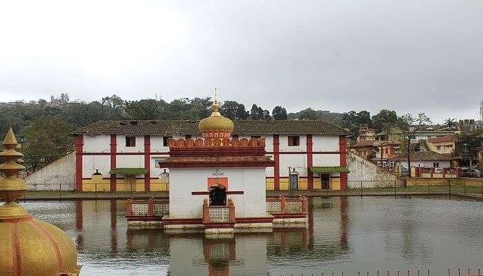 King Lingarajendra II built this temple
