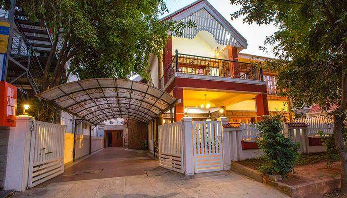 Redstone Villa & Suites