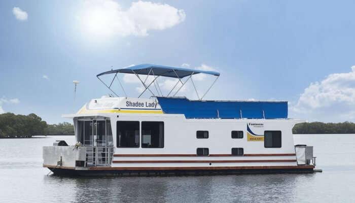 houseboat in Queensland