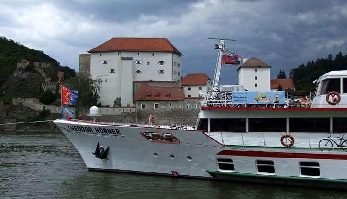 boat tour vienna