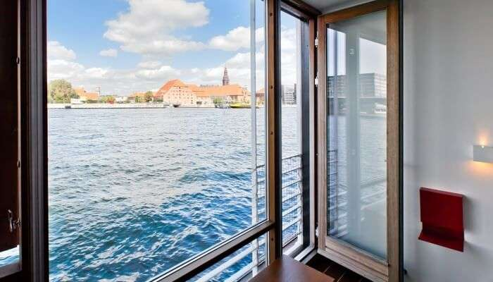 view form house boat