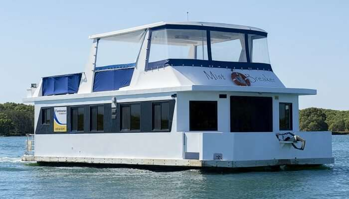 houseboat in Australia