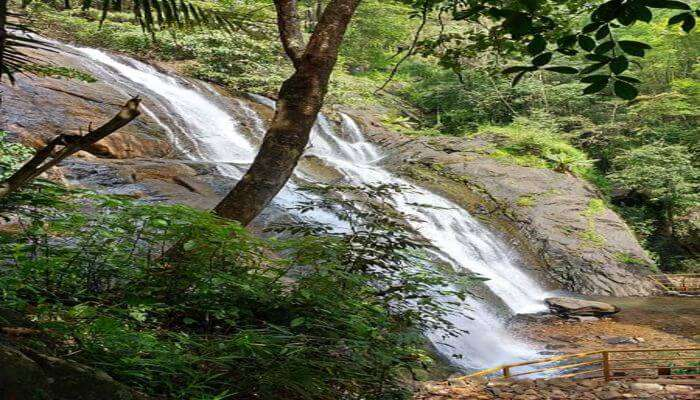 Alakapuri Waterfall