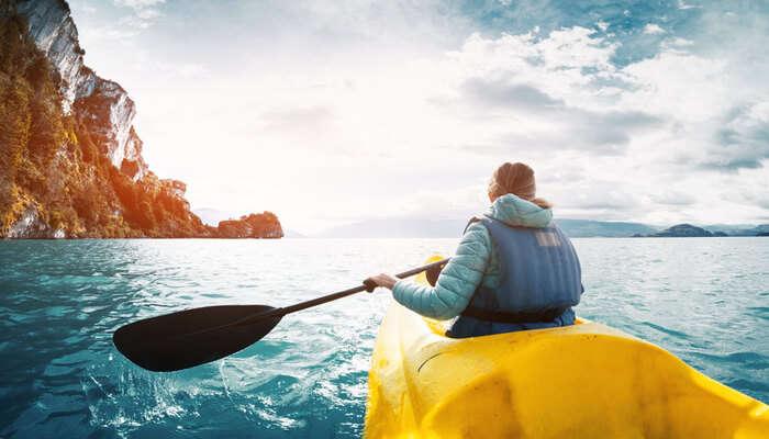 Amazing Kayaking vs Rafting