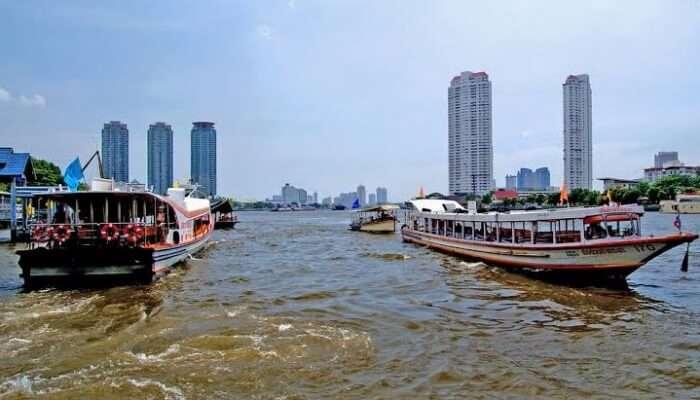 Cruise ride ob the river, Bangkok