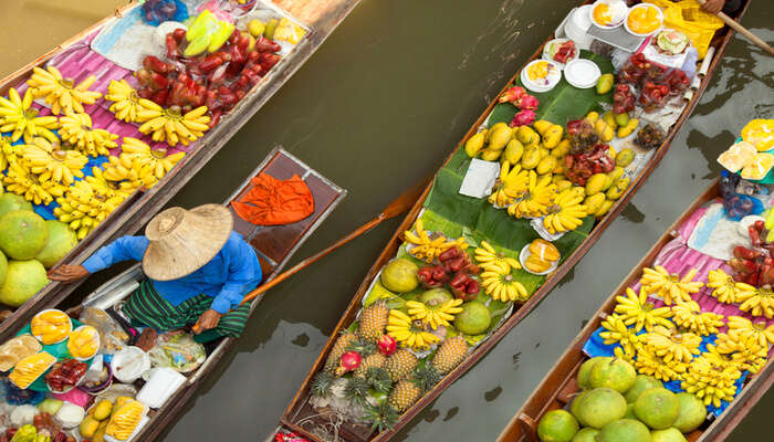 Floating Market: Shop While You Boat