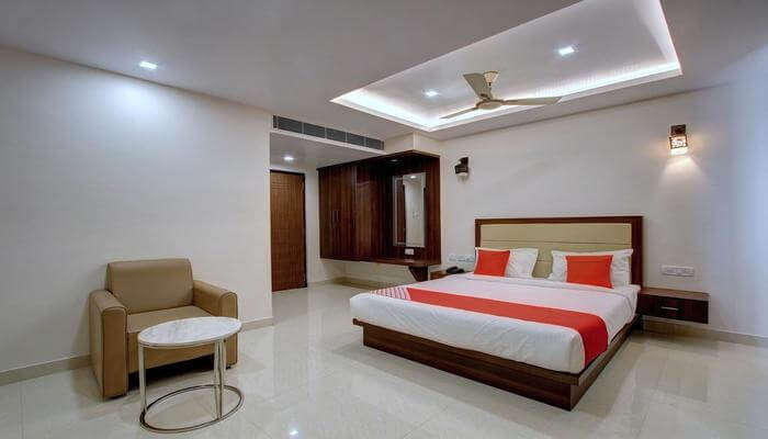Hotel Ambika International, Bydoor