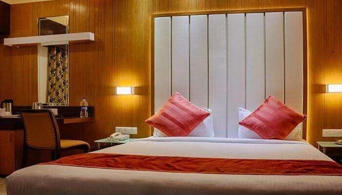 Hotel Royal Shelter in vapi