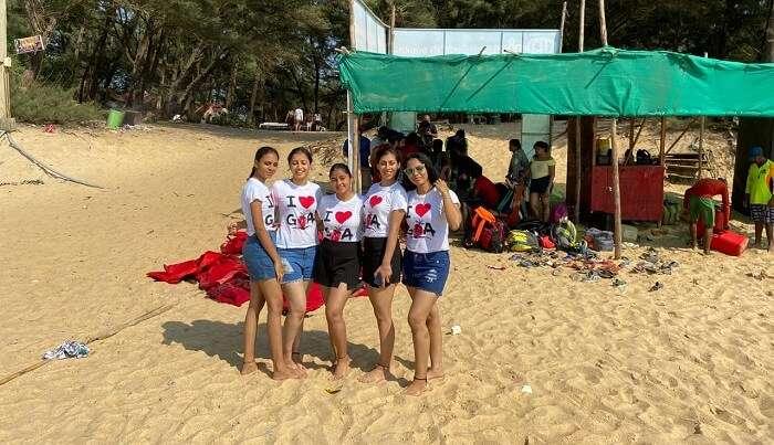 Sanjana visited Goa with friends