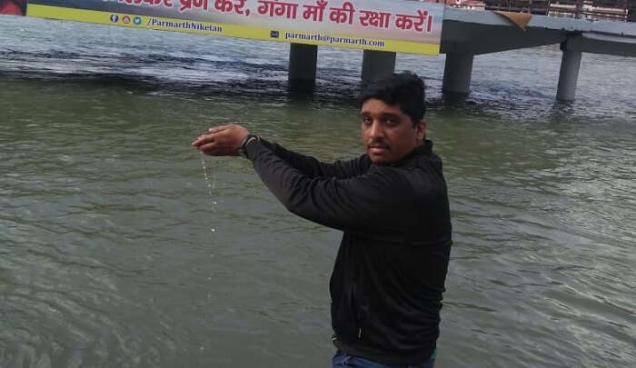 worshipping ganga
