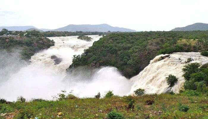 Orakkamparra Waterfall
