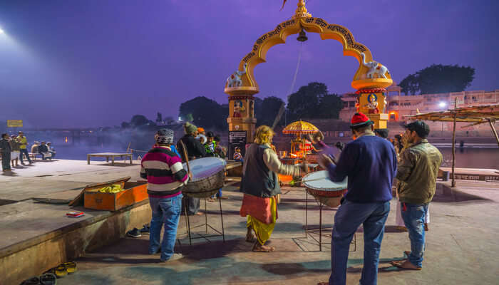 Participate In Evening Aarti