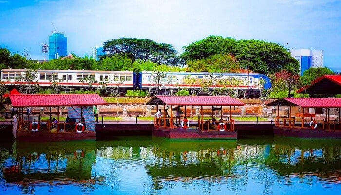 Pettah Floating Market