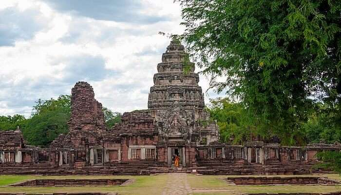 Phimai Historical Park - Explore The Archaeological Ruins!