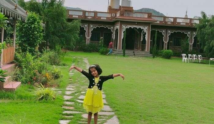 kid is enjoying at Pushkar Hotel
