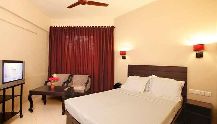 Rajadhani Hotel, Peravoor